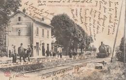 GYE SUR SEINE - LE TRAIN ARRIVE EN GARE - TRES BELLE CARTE - ANIMATION SUR LE QUAI -  TOP !!! - Autres Communes