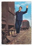 Train Wagon Couvert Marchandises En Manoeuvre Voie Ferrée Rails DC Cheminot Vive St Eloi N°26 60 - Trains