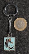 Porte-clé Ancien ROBRI Métal Chromé émaillé AGENT De POLICE Chien & Clous 1950 - Police