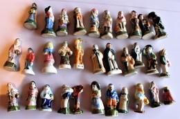 Lot De 32 Feves  Personnages Santons - Santons