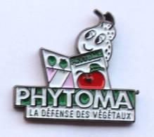 Pin's PHYTOMA - La Défense Des Végétaux - Insecte Lisant Le Journal - Badges Impact - G1144 - Medias
