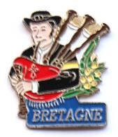 Pin's BRETAGNE - Joueur De Cornemuse En Costume Traditionnel - Sodam - G1154 - Musique