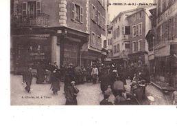 63-----THIERS---place Du Piroux---voir 2 Scans - Thiers