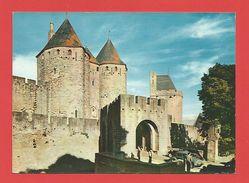 """C.P.M.  (11)  """"CARCASSONNE  """" La Cité - Entrée Du Château;Porte Narbonnaise (Animée)   //Voir 2 Photos - Carcassonne"""