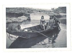 Photo Amateur 2 Femmes Et 1 Homme Dans Barque / Canoë - Photos