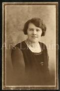 Photo Ancien / Foto / Femme / Woman / Ca. Size: 14 X 9 Cm. / CPA / Photo Opie LTD / Aunty Clavie Jewell / England - Personnes Identifiées