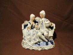 PORCELAINE  FIGURINE - Ceramics & Pottery