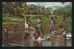 Islas Fiji. *Washing Day* Ed. M. Roberts Nº C-14233. Circulada 1971. - Fidji