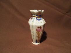 PETIT VASE En PORCELAINE - Ceramics & Pottery