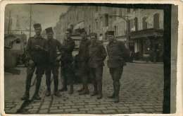 CARTE PHOTO 110118A - MILITARIA GUERRE - Militaire Devant Le Bar MARGAILLAN - Guerre 1914-18