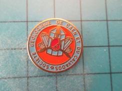 Pin510b Pin's Pins /  Rare GEMME MINERAUX SOCIETE GEOLOGIQUE DE CAEN ET DU CALVADOS  / Marquage Au Dos :  - ---- - - Associations