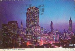 USA        H262        New York.Night Falls On Midtown Manhattan - Statue De La Liberté