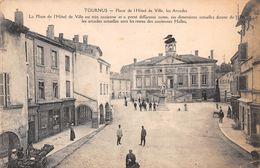 71 - Tournus - Place De L'Hôtel De Ville Animée - Les Arcades - France