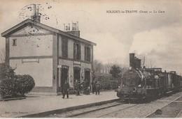 LE TRAIN ARRIVE A LA GARE DE SOLIGNY LA TRAPPE - ORNE - TRES BELLE CARTE - ANIMATION SUR LE QUAI -  TOP !!! - Stations With Trains