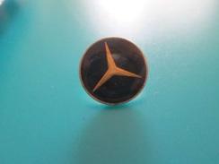 Pin510c Pin's Pins / Beau Et Rare :  LOGO DE LA MARQUE MERCEDES   Marquage Au Dos : - ---  - - Mercedes