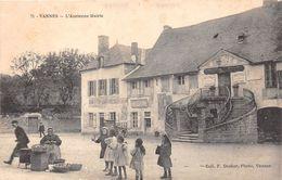 ¤¤   -   VANNES   -   L'Ancienne Mairie  -  Marchande De Pommes De Terre      -  ¤¤ - Vannes