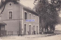 CPA   De SAVIGNE (86) - La GARE - ANIMATIONS - France