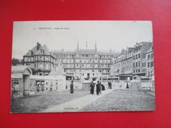 CPA 14 TROUVILLE HOTEL DE PARIS  ANIMEE - Trouville