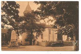 530 - CAMBO-LES-BAINS - L'Eglise Et Le Monument Des Morts (Yobled) - Voiture.... - Cambo-les-Bains