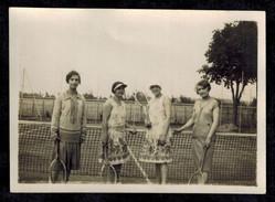 Photo 8.5 X 6 - Quatre Femmes Joueuses De Tennis Années 30 --- Del413 - Sports