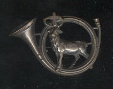 Badge Ancien De Chasseur - Cerf De Saint Hubert Dans Un Cor - Army & War