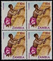 A1222 ZAMBIA 1981, SG 341 K10 Definitive (Thatching) MNH Block Of 4 - Zambia (1965-...)
