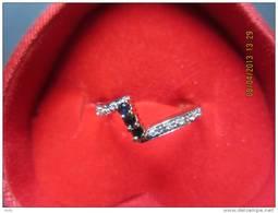 Ring Geel En Wit Goud, 14 Kt Met Merkteken, 3 Safieren En 8 Diamantjes 0.01 Ct Maat 7. - Bagues