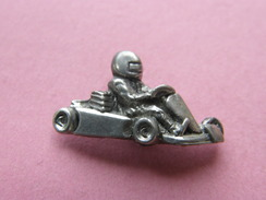 PIN'S   KARTING EN METAL ARGENTE   -  Automobile, Divers  (176) - Badges