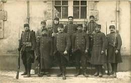 120118  MILITARIA GUERRE - CARTE PHOTO MILITAIRE - CREUSE GUERET Soldat LAROZE 77ème 32e Cie - Guéret