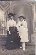 CARTE-PHOTO---portrait De Femmes Aux Chapeaux--voir 2 Scans - Femmes
