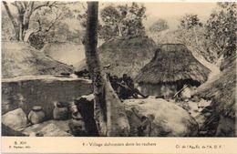 Village Dahoméen Dans Les Rochers   (101603) - Dahomey