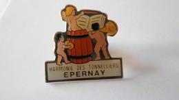 PINS  CHAMPAGNE HARMONIE DES TONNELIERS  EPERNAY   MARNE   **** RARE     A SAISIR ***** - Bebidas