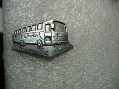 """Pin's D'un Bus, Autocars Du Transporteur Du Groupe PIOT """"prêt à Partir"""" (Dépt 88) - Transportation"""