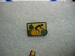 Pin's Vélos, Cyclisme: Randonnées à Vélo Dans Le Département 28 (Eure Et Loire) En 1992 - Cycling