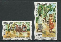 MADAGASCAR  Scott 386, C83 Yvert 423, PA100 (2) ** Cote 6,10 $ 1966 - Madagascar (1960-...)
