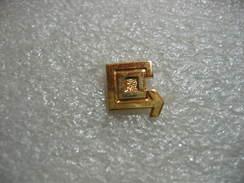 Pin's Embleme Des Transports Calberson, Transports De Mesagerie - Transportation