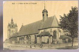 Rue . L'Hôtel De Ville Et L'Hôpital . Eglise . - Rue