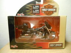 HARLEY-DAVIDSON MAISTO 1:18 2005 FLHTCUI ULTRA CLASSIC - Motorcycles