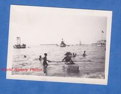 Photo Ancienne - SAINT JEAN De LUZ ? BIARRITZ ? - Jeu D'enfant Sur La Plage - 1933 - Canot Garçon Fille Boy Girl - War, Military