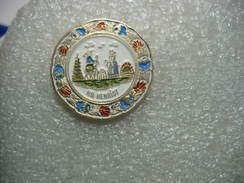 Pin's Faïence De Quimper: Assiette HB Heriot. Pin's Numéroté 1150/8000 - Badges