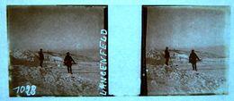 PHOTO STEREO SUR PLAQUE DE VERRE - LANGENFELD - SOLDATS - ALPINISTES ??? - ANIMEE - 10,6 X 4,4 Cm - Stereoscopic