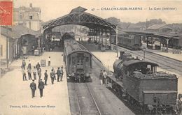CHALONS SUR MARNE INTERIEUR DE LA GARE - Gares - Avec Trains