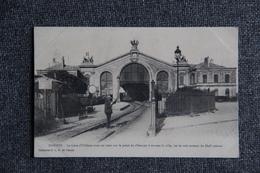 NANTES - La Gare D'ORLEANS Avec Un Train Sur Le Point De S'élancer à Travers La Ville. - Nantes