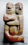 Objet De Vitrine ; Couple Enlacé, Sculpté En Pierre Du Mexique - - Other