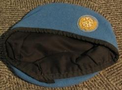 Béret De Casque Bleu Britannique De L'ONU - Headpieces, Headdresses