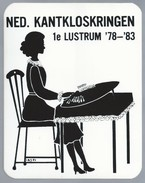 NL.- Sticker. NED. KANTKLOSKRINGEN. 1e LUSTRUM '78 - '83. NEDERLANDSE KANTKLOSKRINGEN. - Stickers