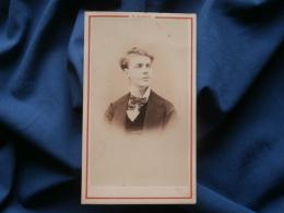 CDV Photo E. Baron à Paris - Portrait Jeune Homme, Port Fier, Second Empire Circa 1865 L340A - Photos