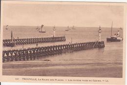 CPA - 167. TROUVILLE - Les Jetées Vue Sud Casino - Trouville