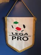 FOOTBALL LEGA PRO OFFICIAL PENNANT 34 X28 Cm - Other