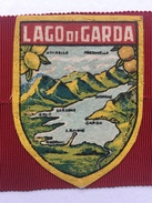 """LAGO DI GARDA  ( Lac De Garde, Italie  )""""ancien écusson  En Tissu Année 60/70. - Ecussons Tissu"""